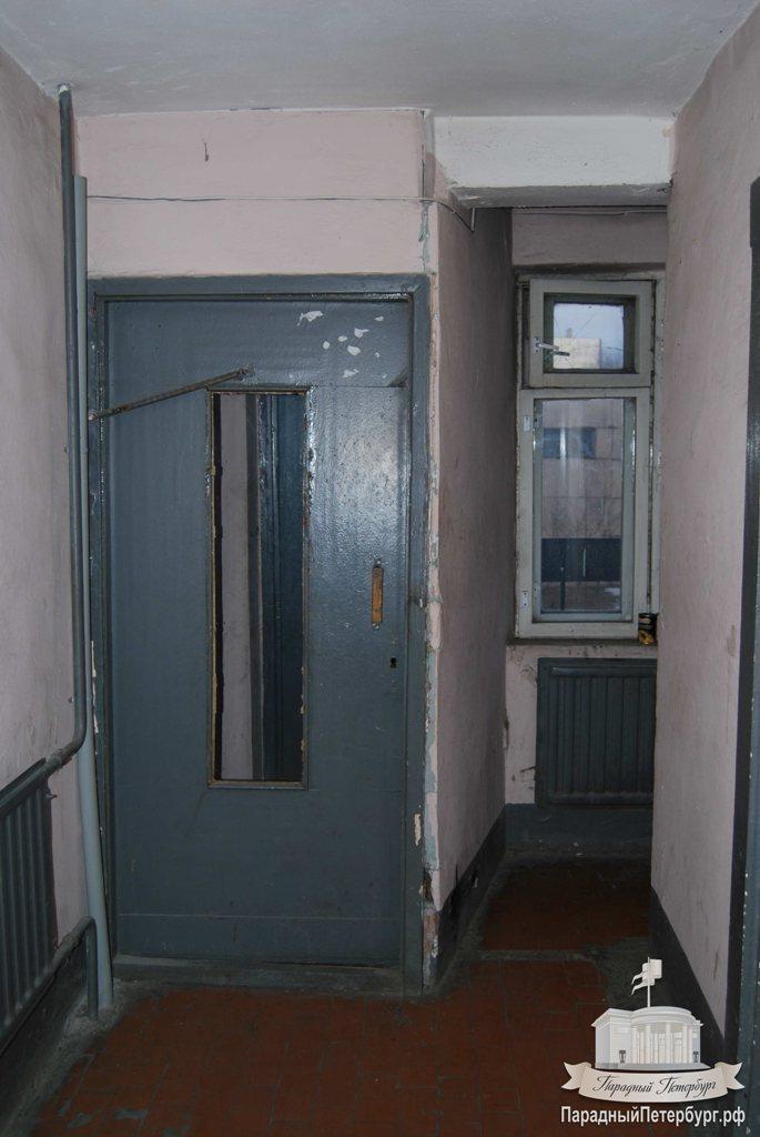 Установка дверей на переходных балконах в доме 504 серии, ул.